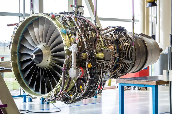 What are the prerequisites to be an aeronautical engineer?